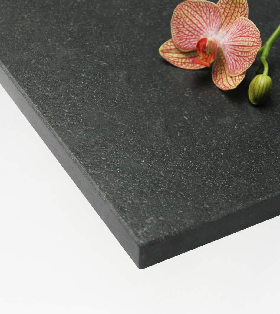 Plateau 6 : Granit Noir Zimbabwe ( Satiné )