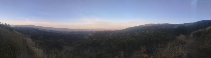 Panoramabild bei Sonnenaufgang