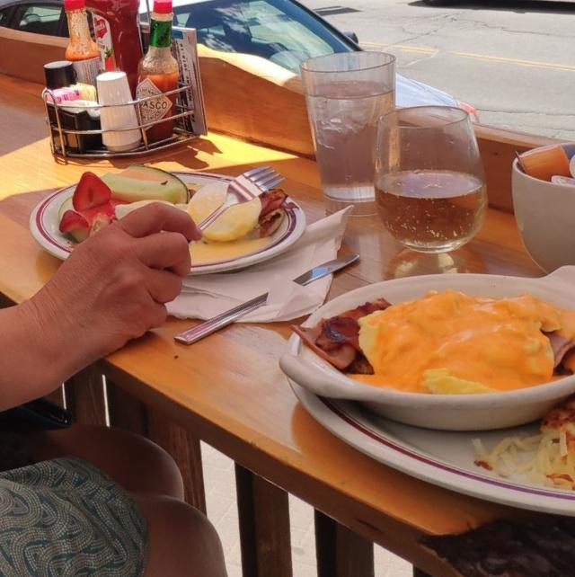 Zweites Frühstück im Red Kettle (Eggs Benedict, The Rock Climber)