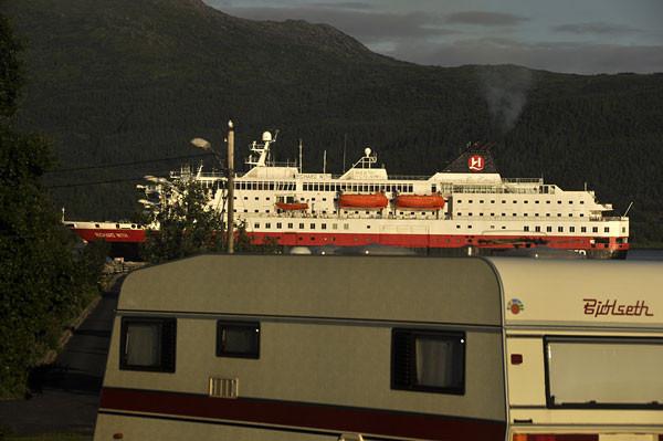 Hurtigrute in Nesna (Richard Wirth)