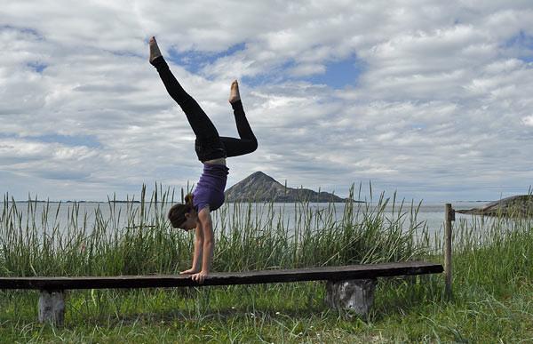 Handstand :-) vor der Insel Bolga