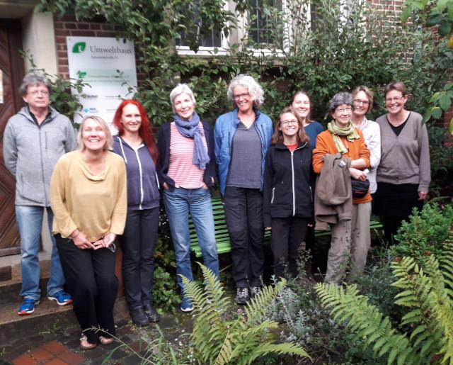 Die Gründungsmitglieder der neuen AG Naturgarten vor dem Umwelthaus Münster (Foto: Thomas Hövelmann)