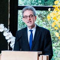 Stadtrat Matthias Peck lobte in seiner Festrede die Rolle des NABU bei der Gestaltung des Waldfriedhofs Lauheide (Foto: Stadt Münster)