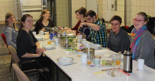 Wildkräuter-Kochen macht Spaß - und erst mal das gemeinsame Verspeisen...