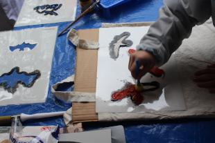 Die Möglichkeit der künstlerischen Gestaltung von Jutetaschen fand vor allem bei Kindern geradezu enthusiastischen Anklang