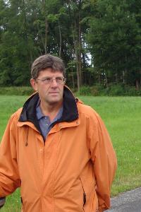 Thomas Marquardt bei der Begehung des derzeit geplanten Geländes mit dem NABU
