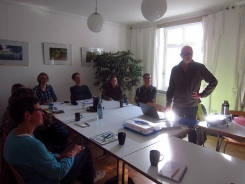 Im Kursraum des Umwelthauses berichtete zunächst Dr. Thomas Hövelmann von seinen Erfahrungen als Exkursionsleiter. Foto: Ann-Kathrin Will