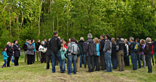 """Das spannende Thema hat wieder viele Teilnehmer ins """"Tal der Eulen"""" bei Nienberge gelockt (Foto: Susanne Petschel)"""