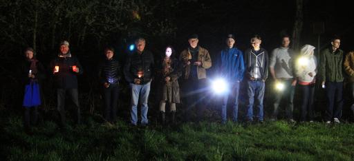 """""""Lichtverschmutzung"""" in der Natur führt zu dauerhafter Zerstörung, darauf wiesen die Lichtaktivisten zur """"Earth Hour"""" auf dem überplanten Gebiet für die neue JVA Münster hin"""