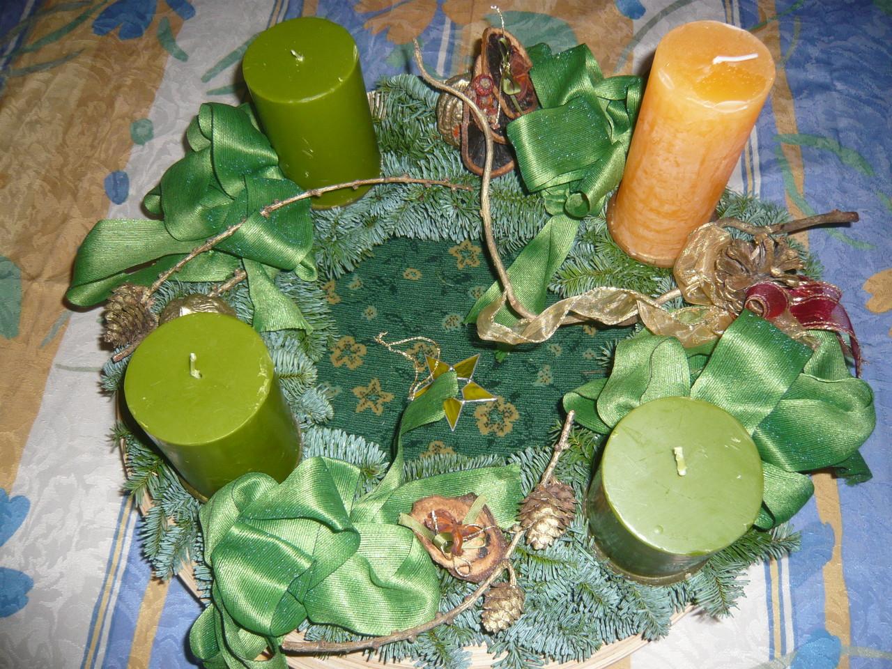 adventkranz 2013 - die farben grün und orange dominieren 2013