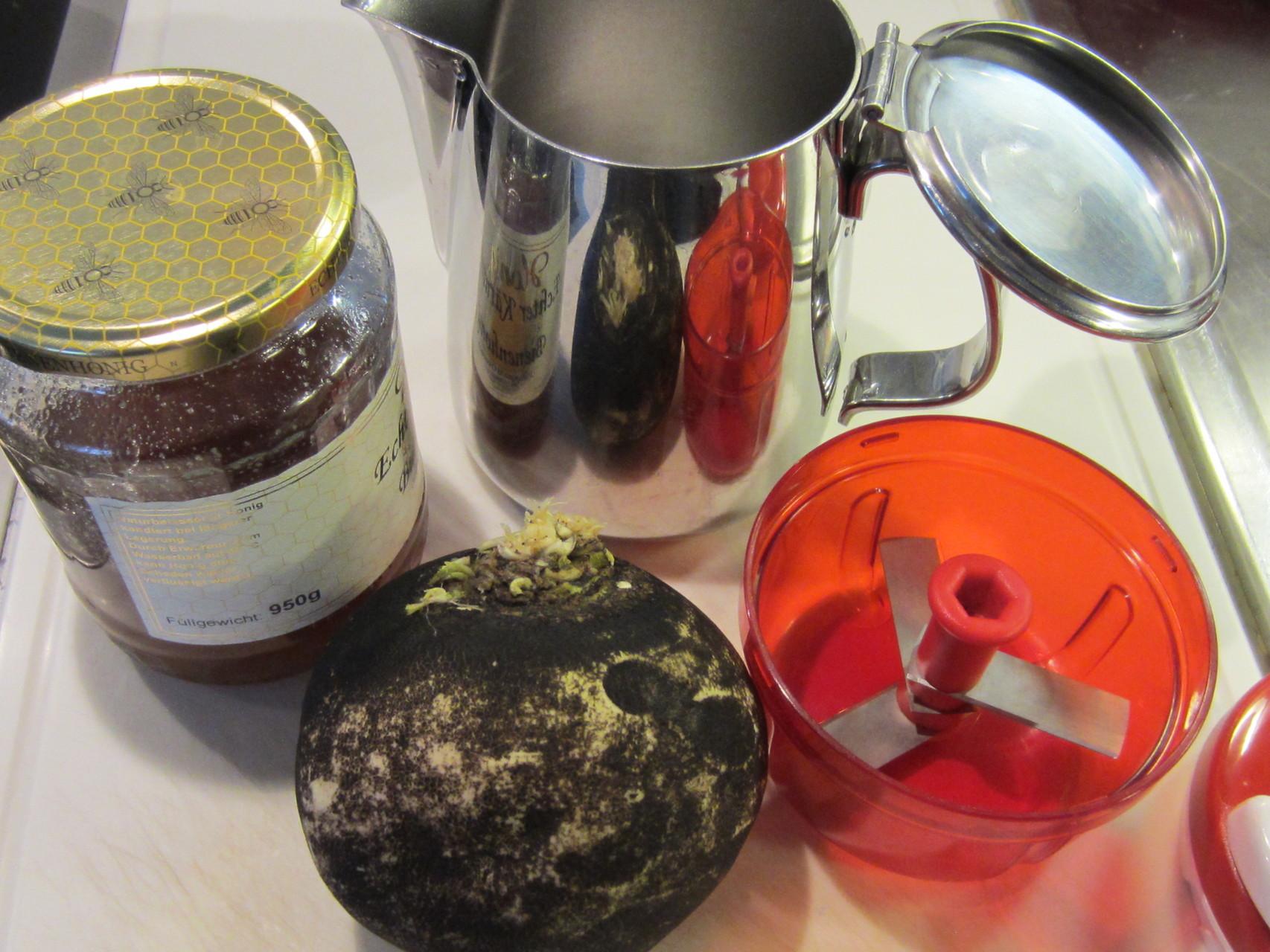 zutaten: rettich, honig, kanne, zerleinerer