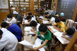 毎月、全国学力テストを実施。中2の夏8月テストからは志望校判定が可能です。