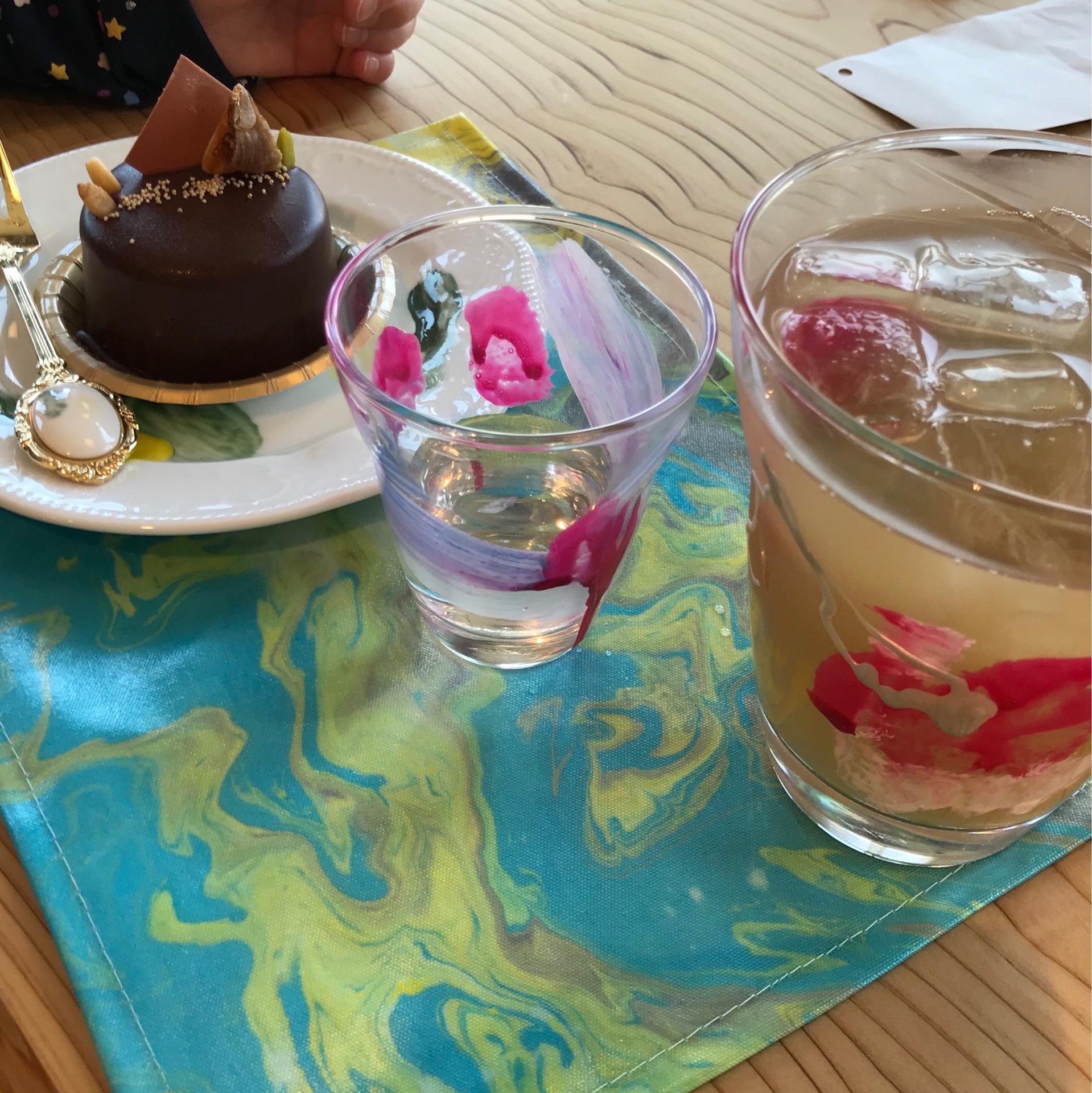 グルテンフリーのケーキとコーヒーの組み合わせは、最高です。