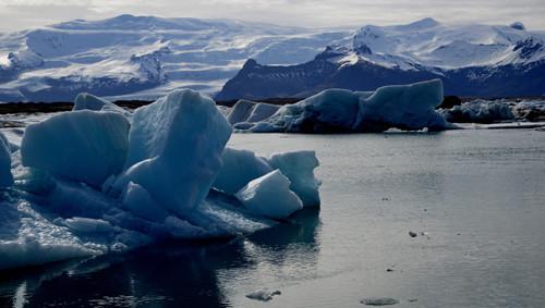Direkt an der Ringstraße 1 der fantastische und beeindruckende Gletschersee Jökulsarlon. Hier verbleiben wir einige Tage um die richtige Stimmung einzufangen.