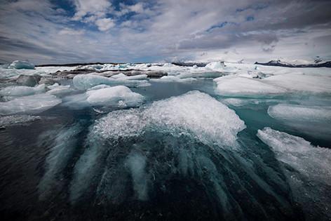 Kristallklares Eiswasser