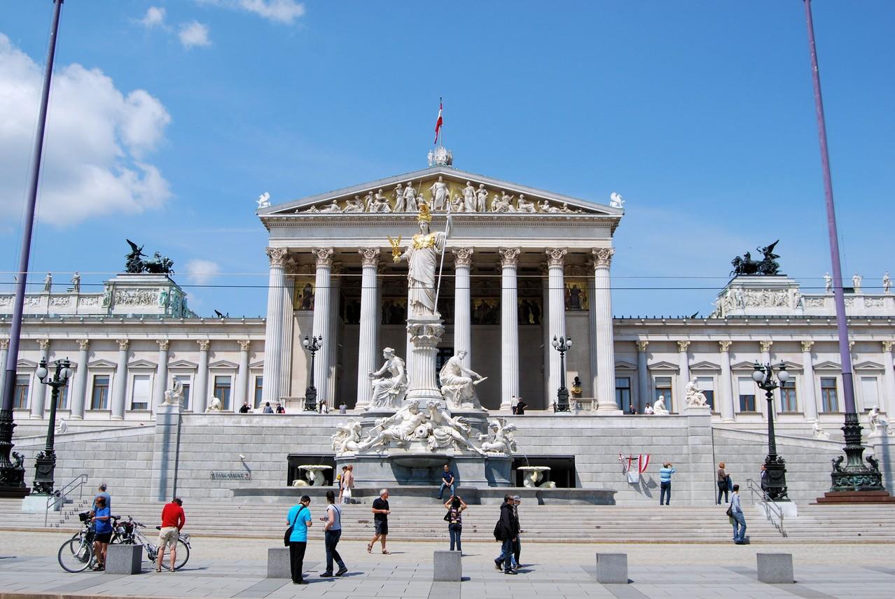 IL PARLAMENTO A VIENNA