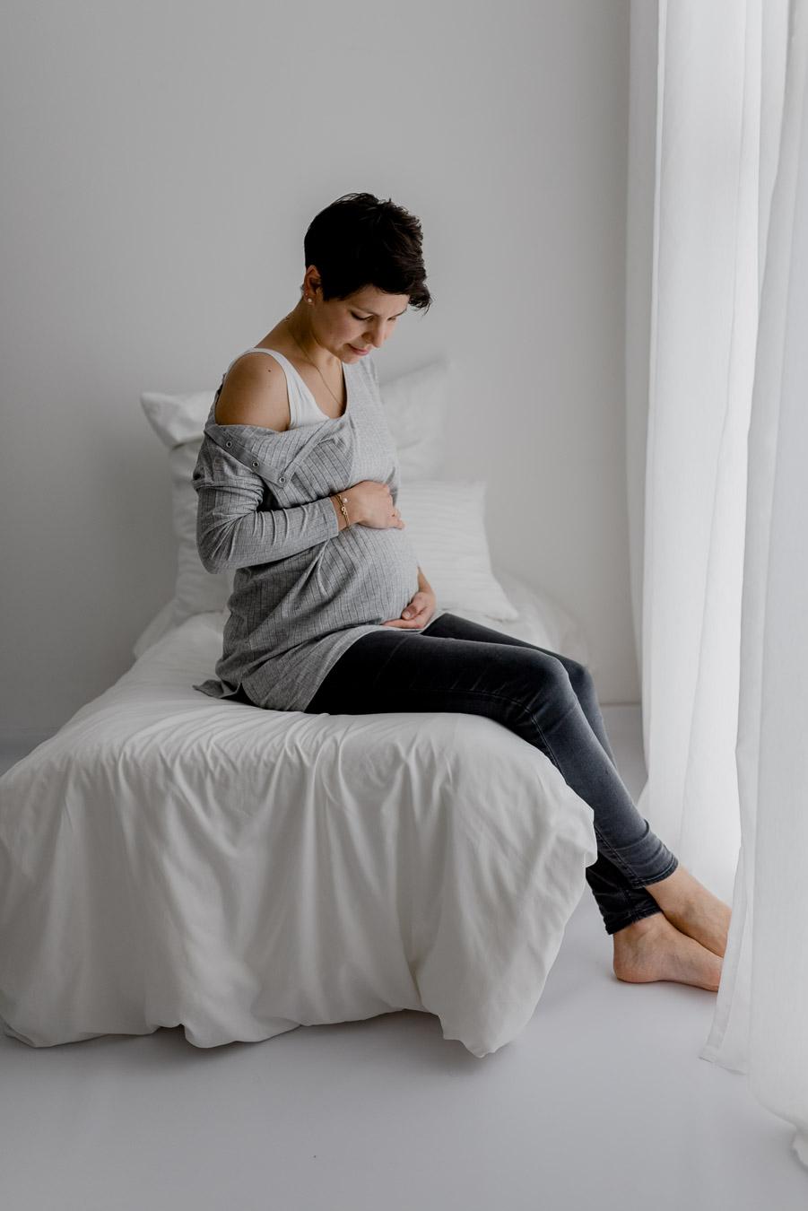 Babybauch Babybauchshooting Studio erwartungsvoll Baby Schwangerschaft