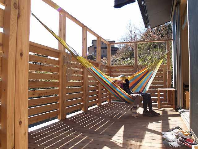 ハンモックを吊るしてのんびりお昼寝もいいですね