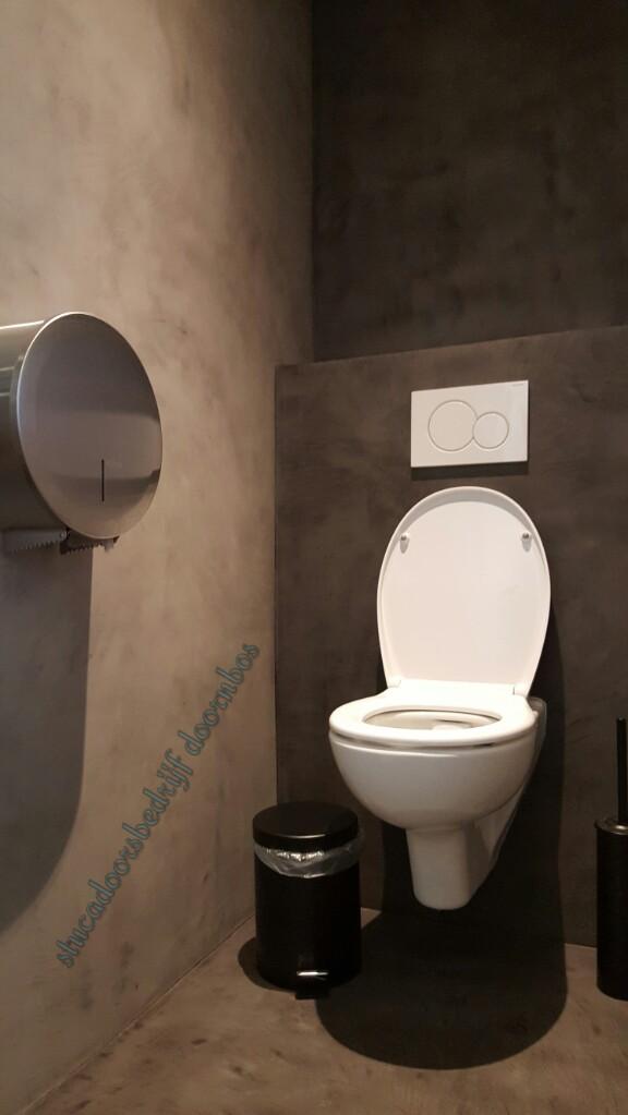 Toilet ruimte volledig in de beal mortex (wand en vloer)