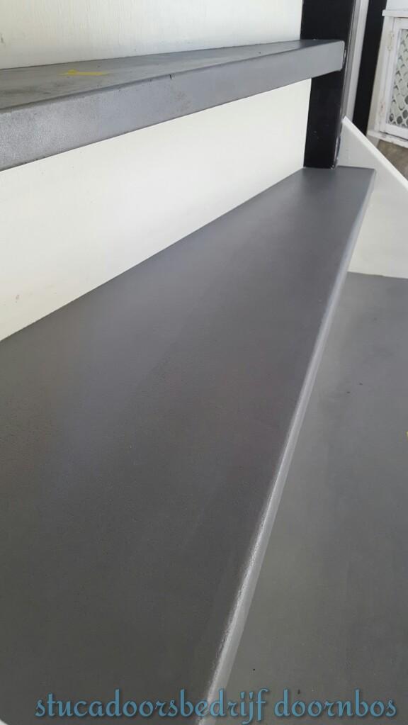 Traptrede met beton ciré