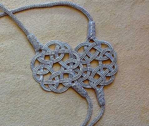 Kaschmir Schals und Silberschmuck aus traditionellen Manufakturen – Fair Trade
