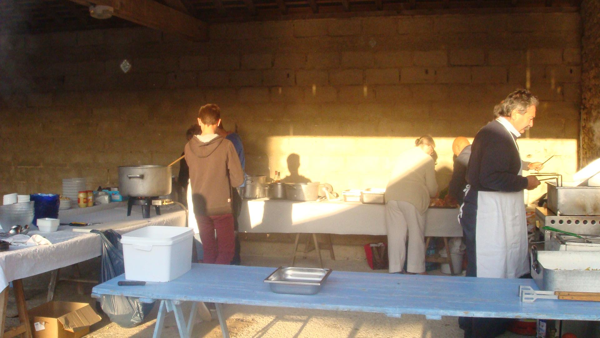 Préparation en cuisine tôt le matin