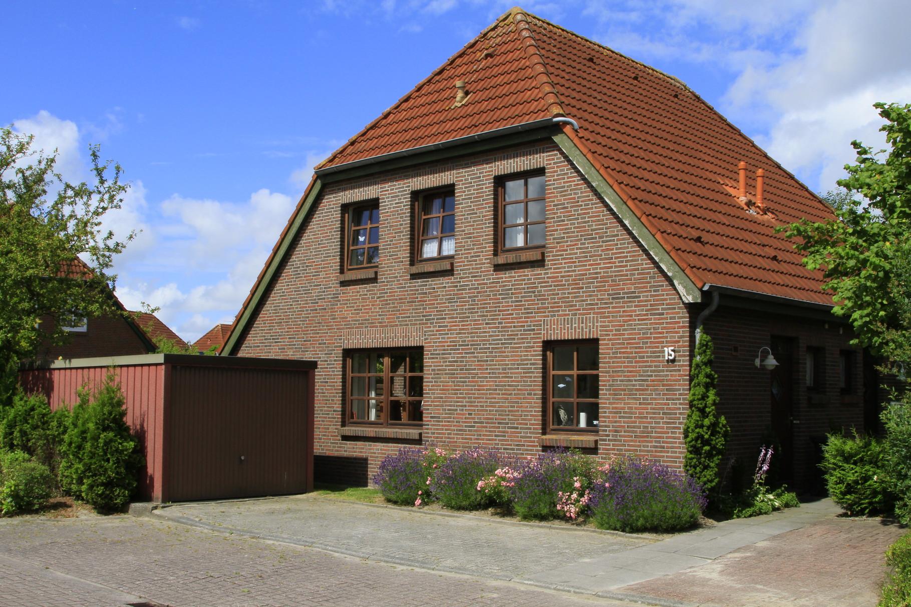 Haus von der Strassenseite