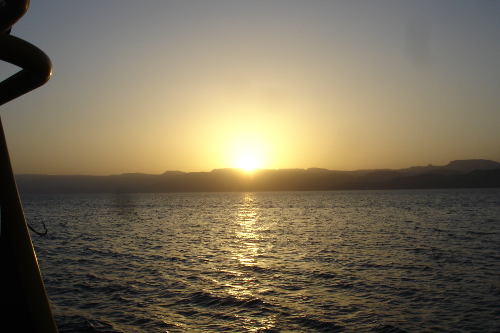 Soleil couchant sur l'Egypte face à la mer rouge