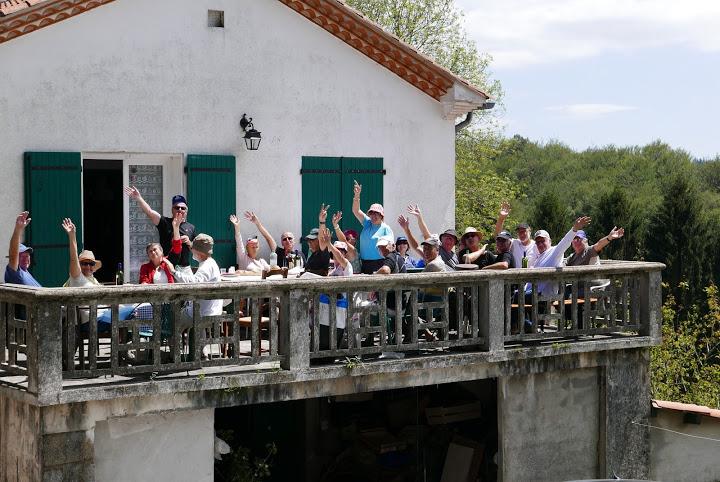 Au Rialet (81) il y a une terrasse pour la récup des randonneurs terrassés