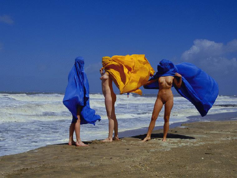 Et tout à coup... Coup de vent sous la burqa !
