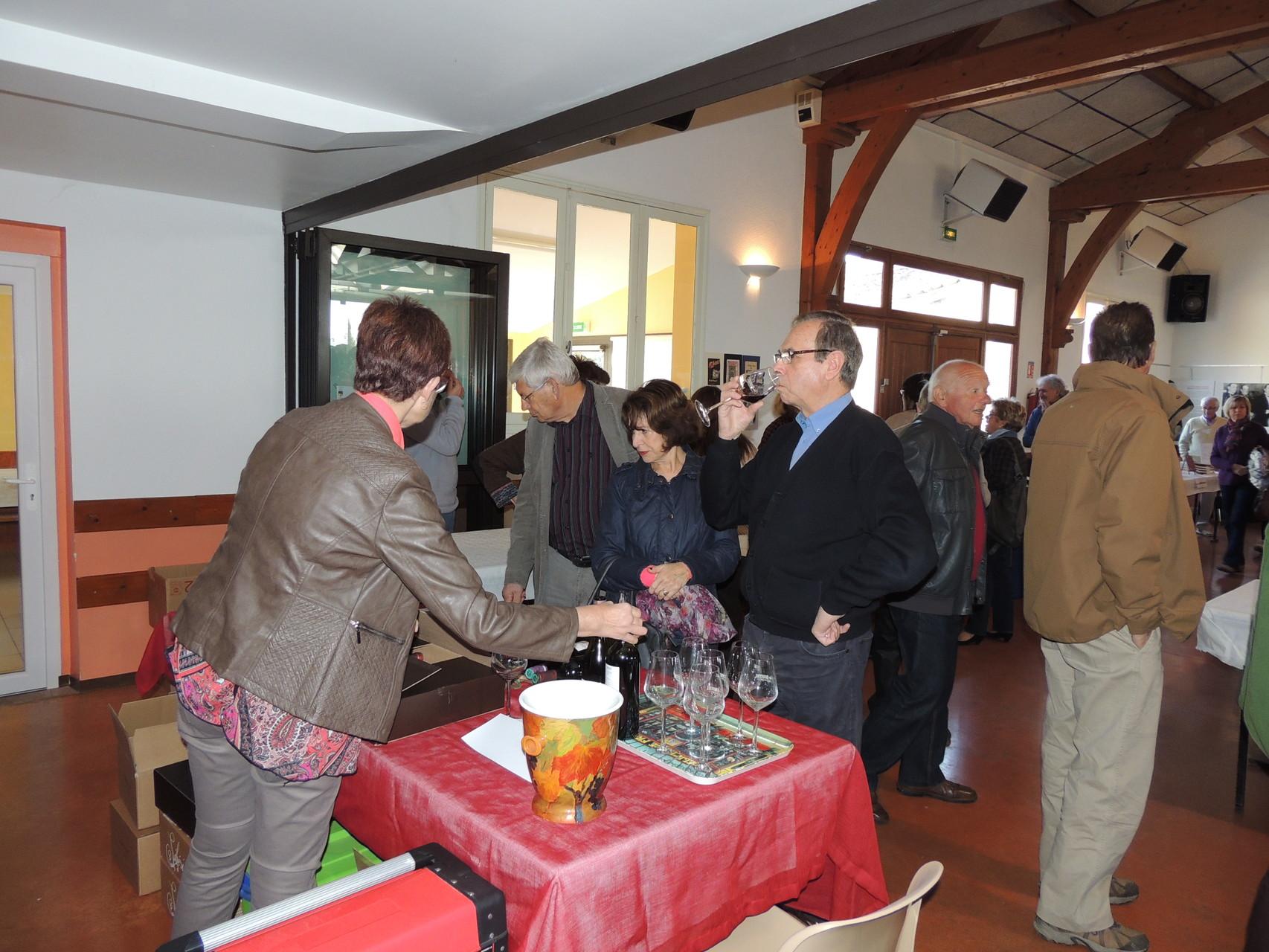 Stand du Château Bouissel dont le fronton rouge bio 2011 élu à l'aveugle, parmi les 35 meilleurs vins du monde à Vinexpo Bordeaux en juin 2015