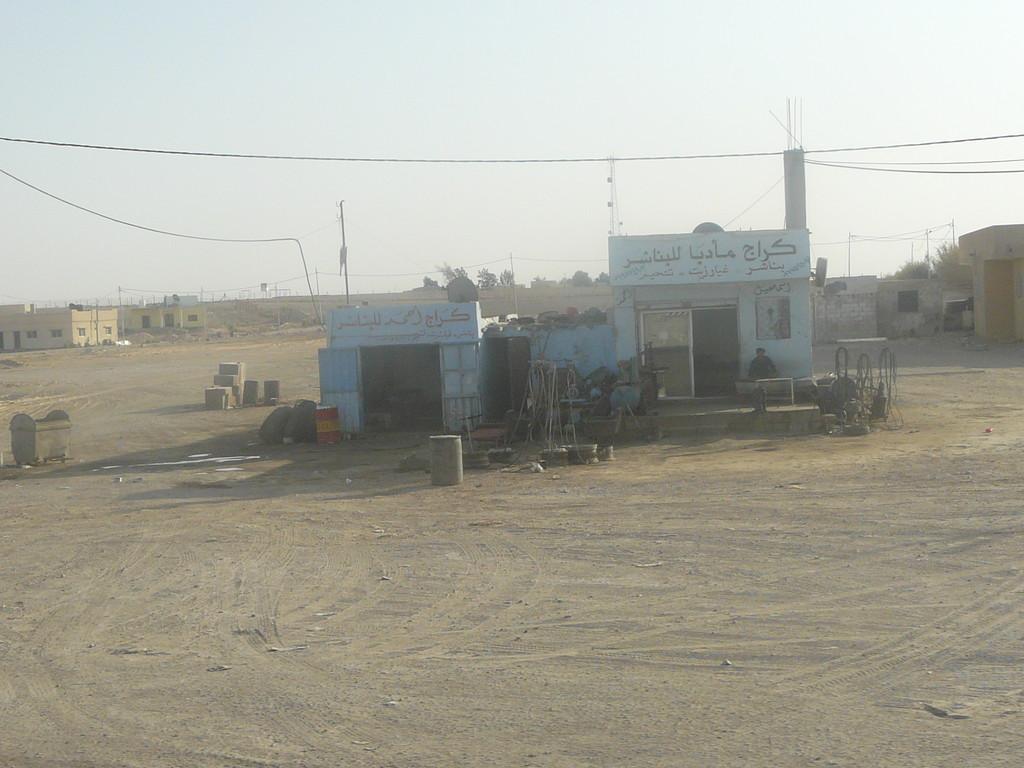 Station pour camion route de l'Iracq