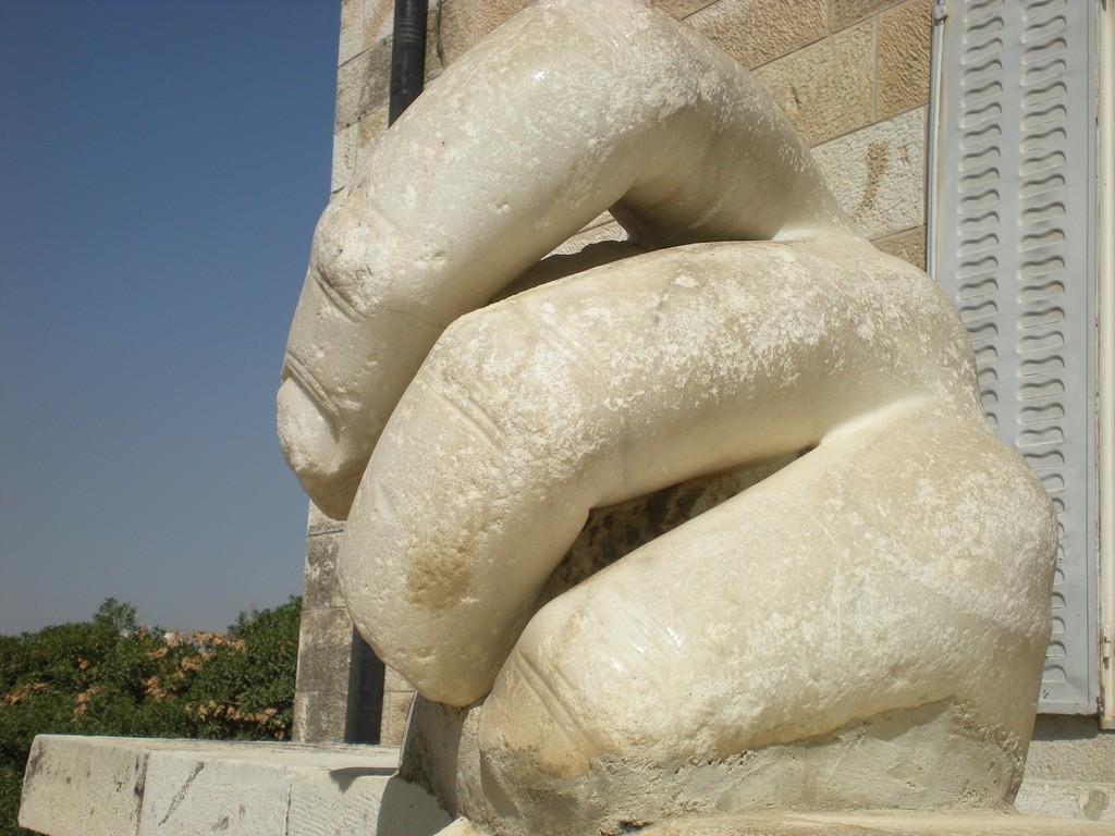 Main de marbre de statue Colossale