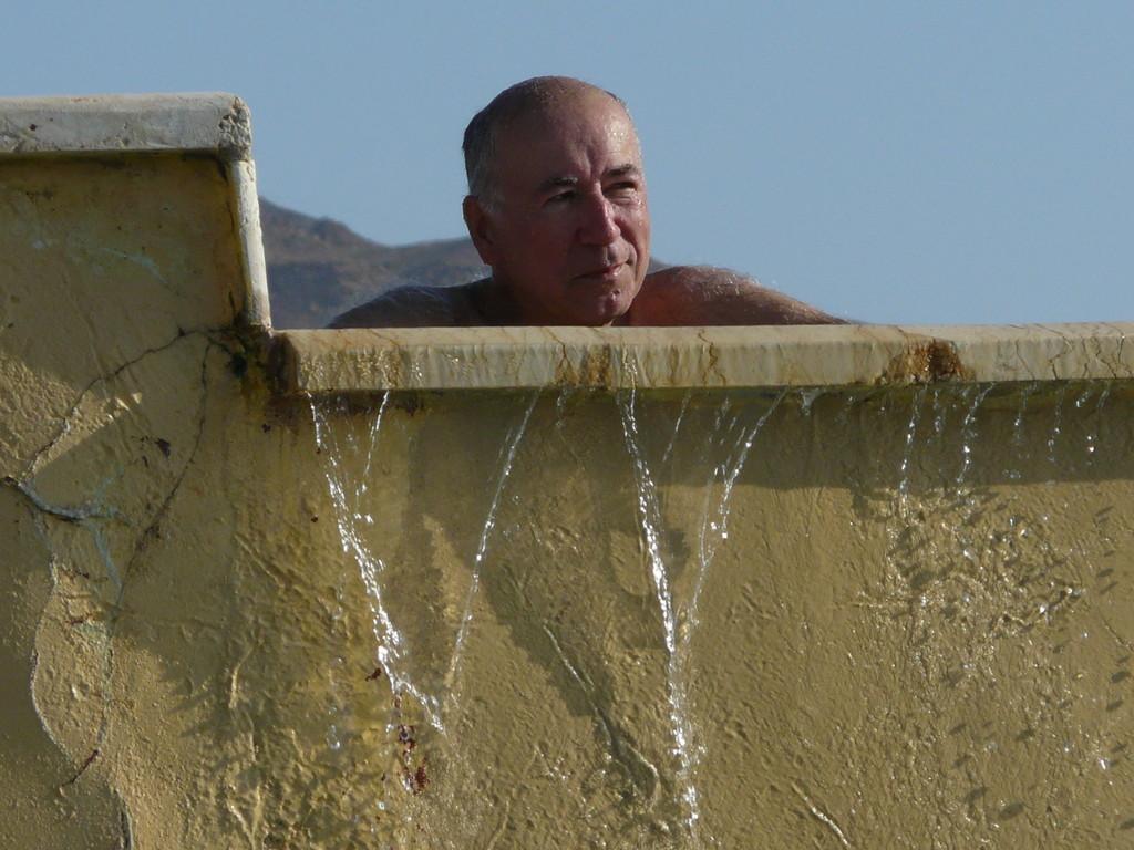 Tête de Turc... qui fait déborder la piscine !