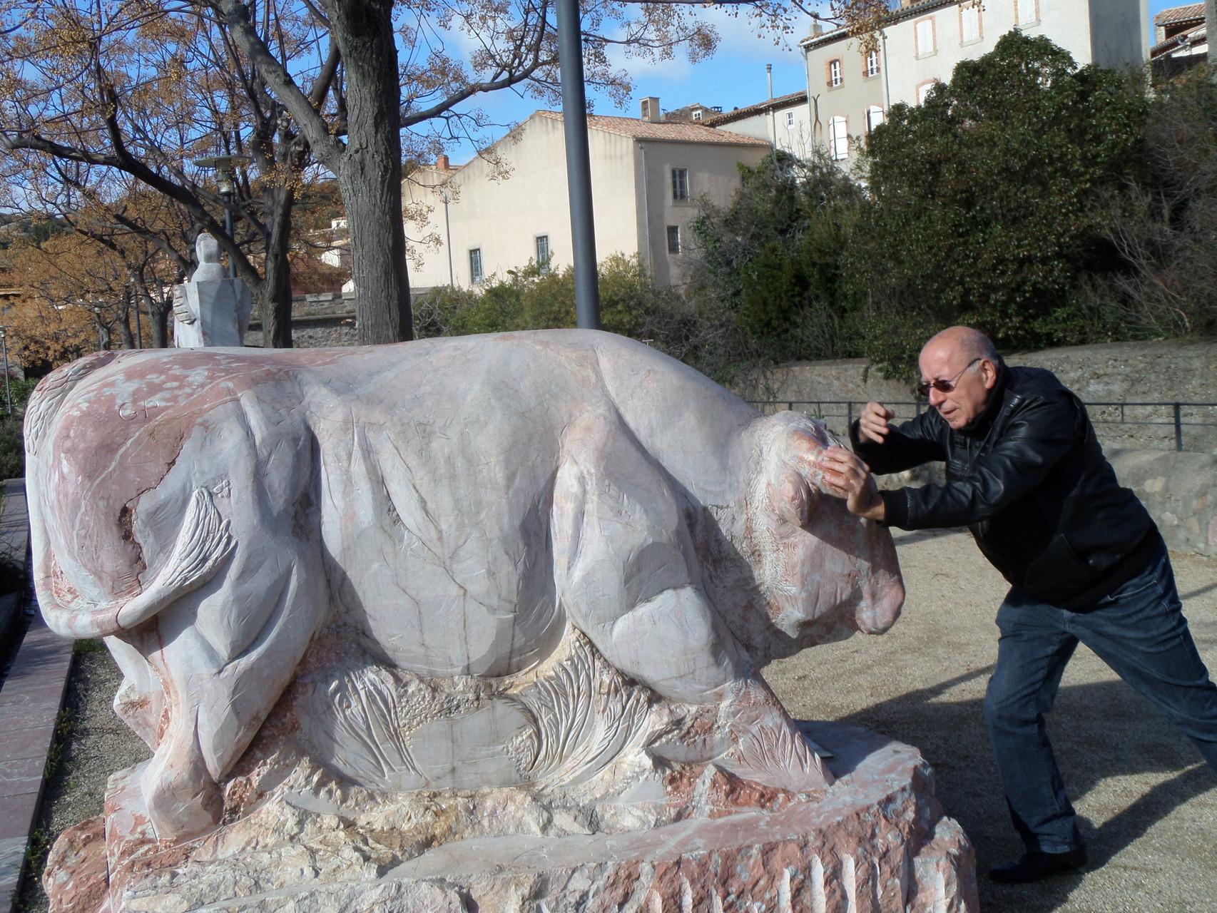 2-Mais trop vieux pour prendre le taureau par les cornes...