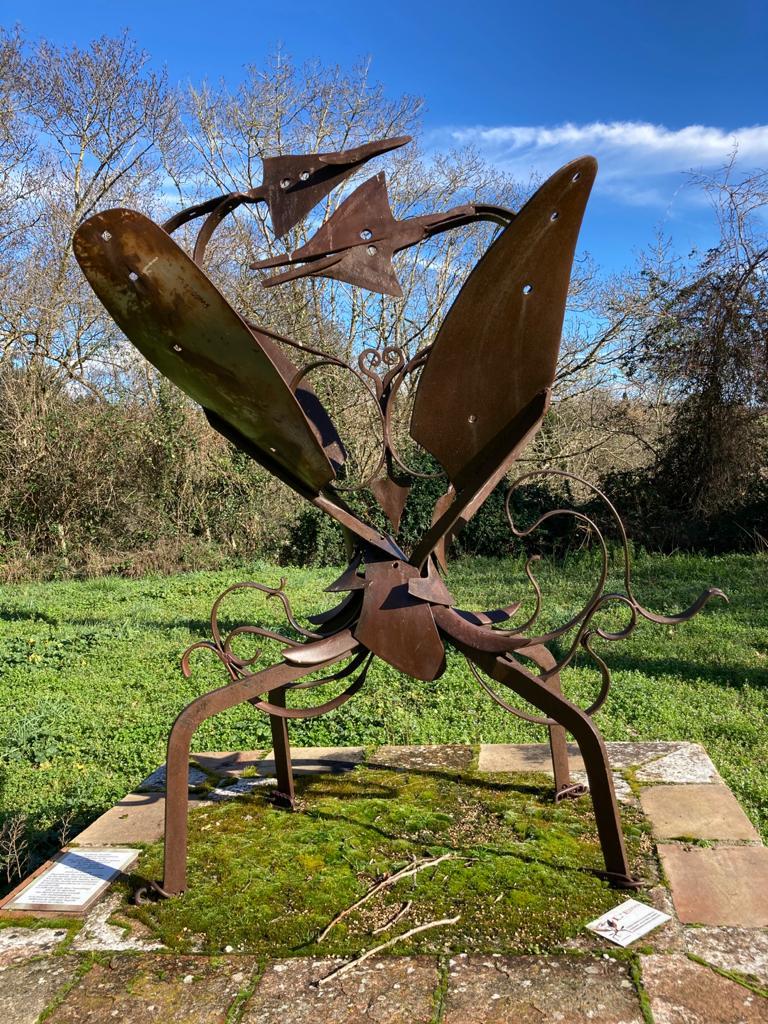 Sculpture d'oiseaux à Cenne-Monestiès