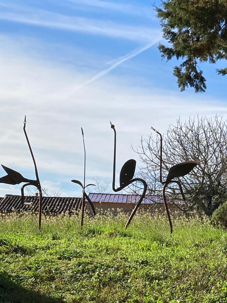 Sculptures d'échassiers à Cenne-Monestiès