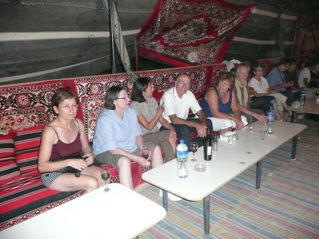 Sous la tente privé d'apéro... mais pas de désert..!