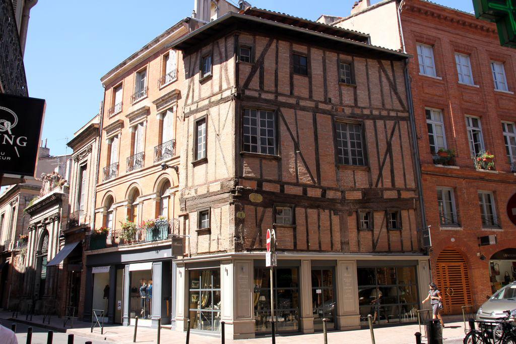 il reste 200 maisons à corondage dont dans la célèbre rue Croix-Baragnon