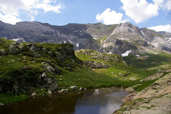 Lac des aires dans son écrin  Photo Claude Renaudat