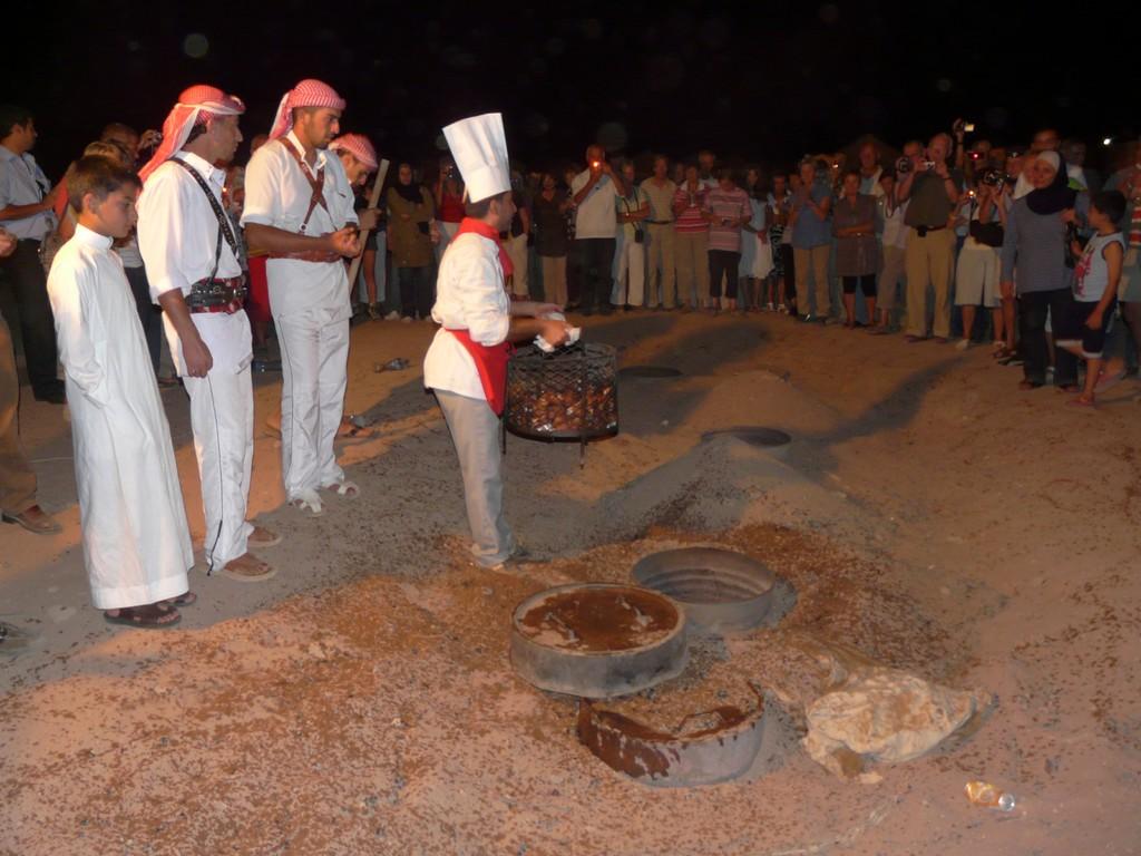 Mouton cuit à l'étouffé au camp de Jabal