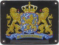 Dit soort bordjes hingen aan de gevels van elk Rijkspoltiebureau in Nederland