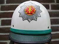 Volkspolitie, helm verkeersafdeling, 1975 - 1989