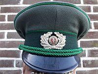 Volkspolitie, lagere rangen, heren, 1967 - 1989, aluminium embleem
