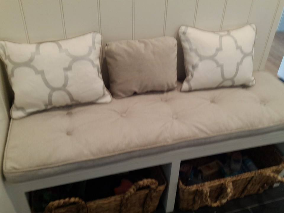 tufted cushion with pillows
