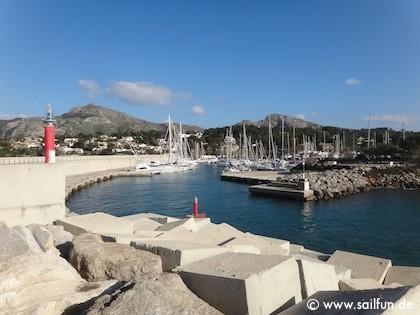 Hafeneinfahrt von der Mole fotografiert