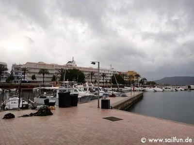 Im Hafen von Cala Bona