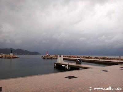 Hafeneinfahrt von Cala Bona