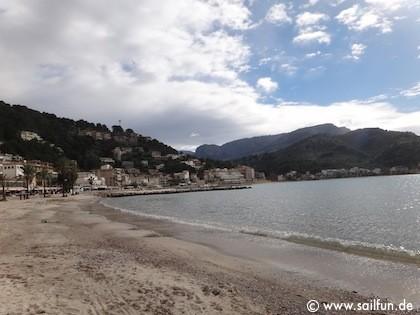 Sandstrand in der Bucht von Porto Soller