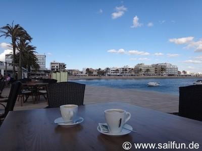 Cafe an der neuen Hafenmole in Ca'n Pastilla nähe Marina
